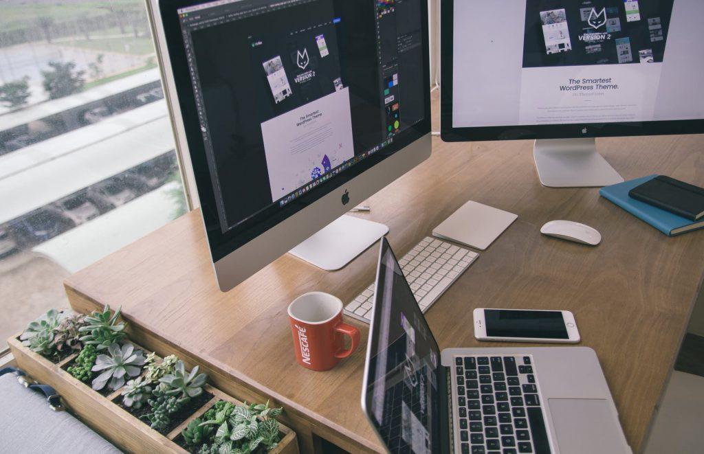 niezbędne narzędzia do pracy w biurze